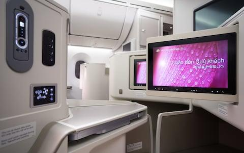 Vietnam Airlines: Boeing 787-9 Dreamliner business-class entertainment