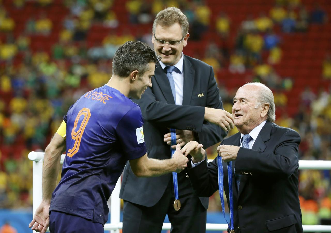 FIFA President presents a medal to Robin van Persie of the Netherlands after the 2014 World Cup third-place playoff between Brazil and the Netherlands at the Brasilia national stadium in Brasilia July 12, 2014. REUTERS/Jorge Silva (BRAZIL - Tags: SOCCER SPORT WORLD CUP)
