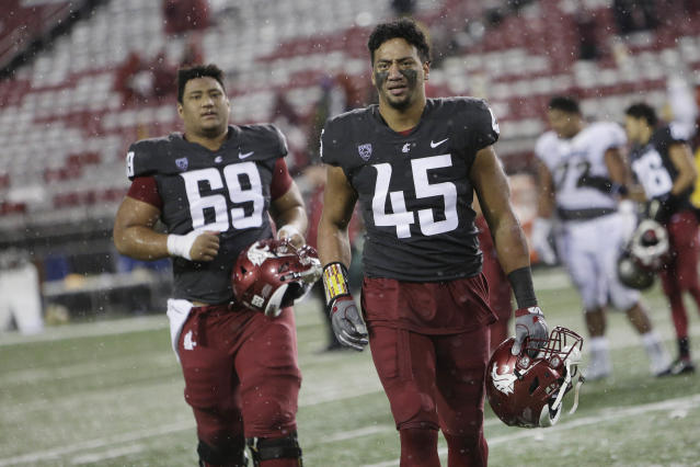 "Washington State LB <a class=""link rapid-noclick-resp"" href=""/ncaaf/players/252357/"" data-ylk=""slk:Logan Tago"">Logan Tago</a> (R) was ordered to complete 240 hours of community service in January. (AP)"