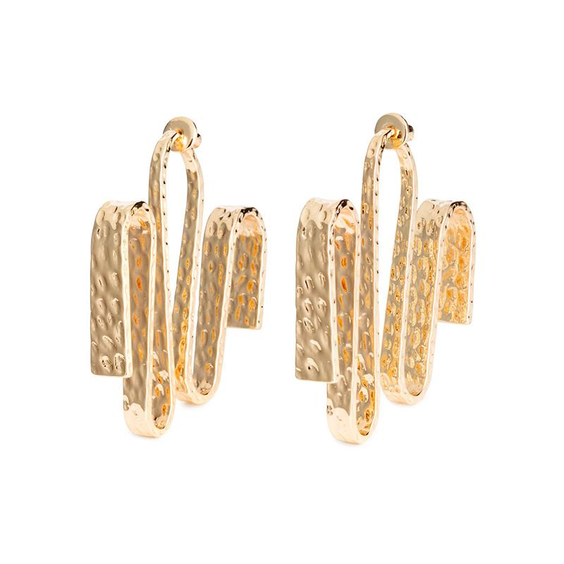 """<a rel=""""nofollow"""" href=""""http://rstyle.me/n/cjeaxvjduw"""">Large Earrings, H&M, $13</a>"""