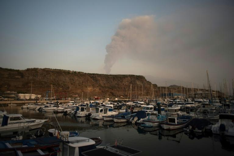 Small boats are moored in the port of Tazacorte as the volcano spews lava, ash and smoke -- but locals don't want to leave (AFP/JORGE GUERRERO)