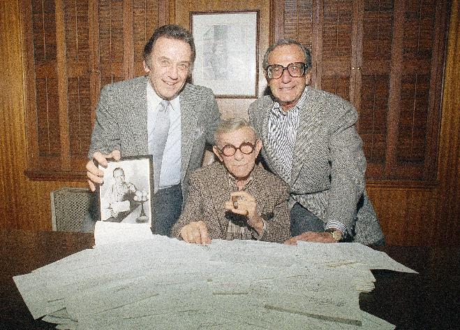 """FILE - This Nov. 19, 2984 file photo shows actor George Burns, center, with comedian Norm Crosby, left, and manager Irving Fein. Fein, a producer and manager who steered the careers of George Burns and Jack Benny and nicknamed actress Lana Turner """"the Sweater Girl,"""" died Aug. 10, 2012 of an age-related illness. He was 101. (AP Photo/Reed Saxon, file)"""