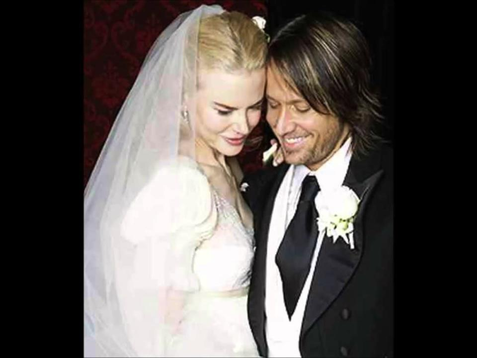 Keith and Nicole pictured at their Sydney wedding in 2006. Nicole wore a Balenciaga dress by Nicholas Ghesquiere.