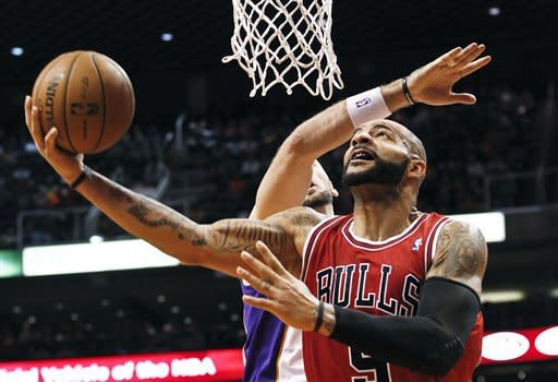 Chicago Bulls' Carlos Boozer, front, shoots past Phoenix Suns' Marcin Gortat, of Poland, during the first half of an NBA basketball game, Wednesday, Nov. 14, 2012, in Phoenix. (AP Photo/Ross D. Franklin)