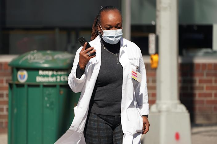 A health care professional wearing a protective face mask walks into a hospital following the outbreak of coronavirus disease (COVID-19), in the Manhattan borough of New York City, New York, U.S., March 18, 2020. REUTERS/Carlo Allegri