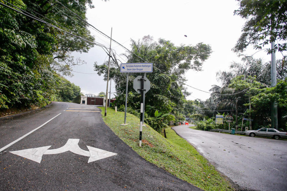 Malaysian Nature Society describes the narrow road structure within Federal Hill as unsuitable for mixed development. ― Picture by Hari Anggara