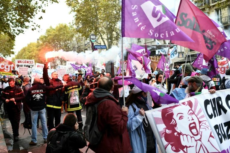 The government fears hospital staff could join other disgruntled groups, such as transport workers who are planning mass strike action in December (AFP Photo/STEPHANE DE SAKUTIN)