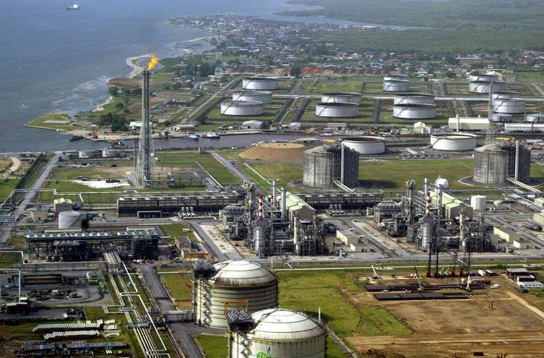 Shell's major oil and gas terminal on Bonny Island in southern Nigeria's Niger Delta is pictured on May 18, 2005
