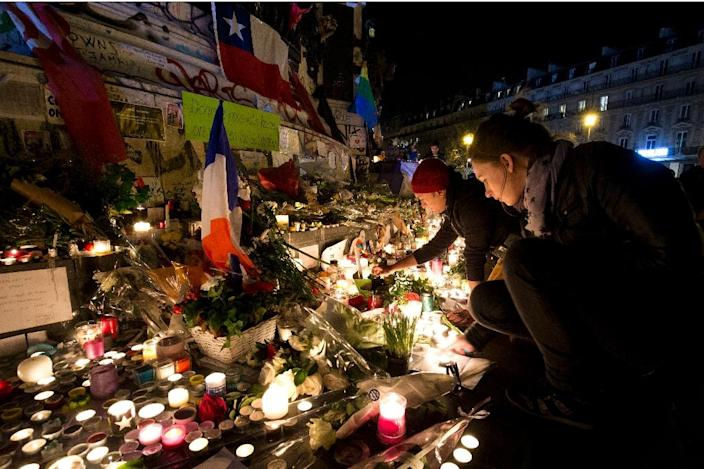 People light candles at a makeshift memorial in tribute to the victims of the attacks on November 15, 2015 at the Place de la Republique in Paris (AFP Photo/Joel Saget)