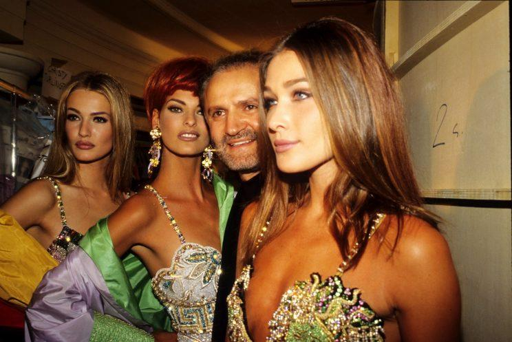 Karen Mulder, Linda Evangelista, Gianni Versace and Carla Bruni, attend the Versace Fashion Show at the Ritz Hotel on January 1,1992 in Paris, France. (Photo by Foc Kan/WireImage)