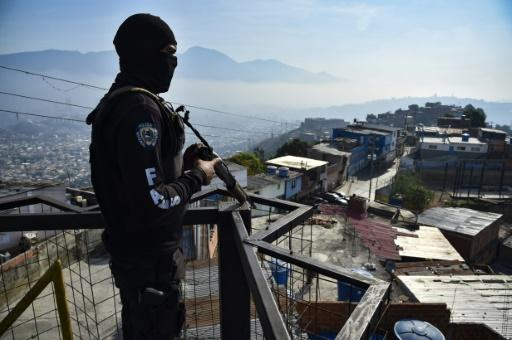 A member of Venezuela's Special Action Forces (FAES) stands guard during a police operation on April 1, 2019 in Caracas -- the force has come under scrutiny for what some say are extrajudicial killings, but the FAES denies any wrongdoing