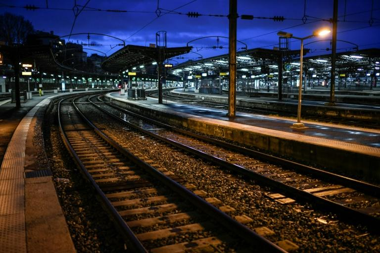 The strike by French train and metro drivers is casting a pall over many people's Christmas holiday plans (AFP Photo/STEPHANE DE SAKUTIN)