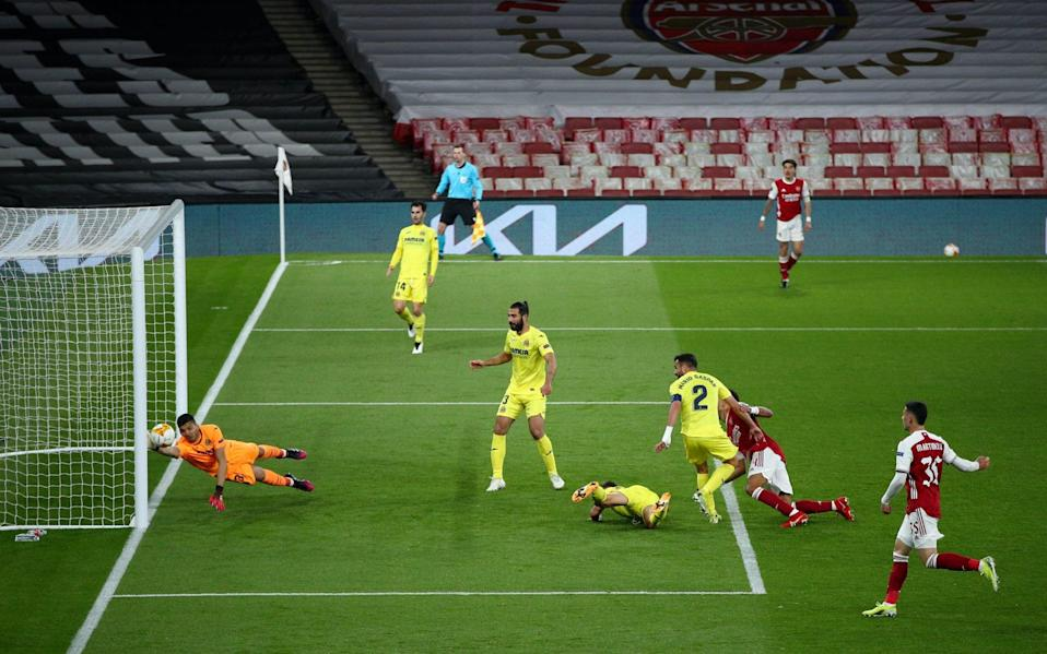 Pierre-Emerick Aubameyang of Arsenal has a header saved by Gero Rulli of Villarreal CF during the UEFA Europa League Semi-final - Getty Images