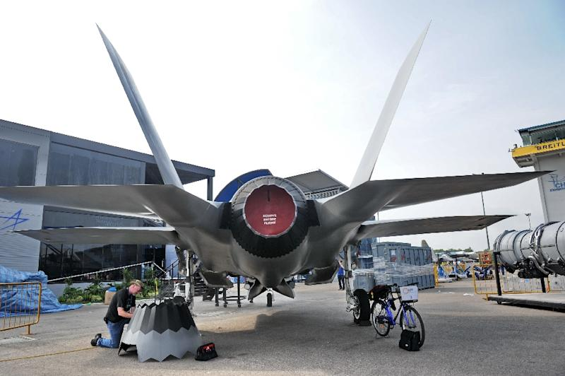 A replica of a Lockheed Martin fighter jet is pictured in Singapore, on February 9, 2014 (AFP Photo/Roslan Rahman)