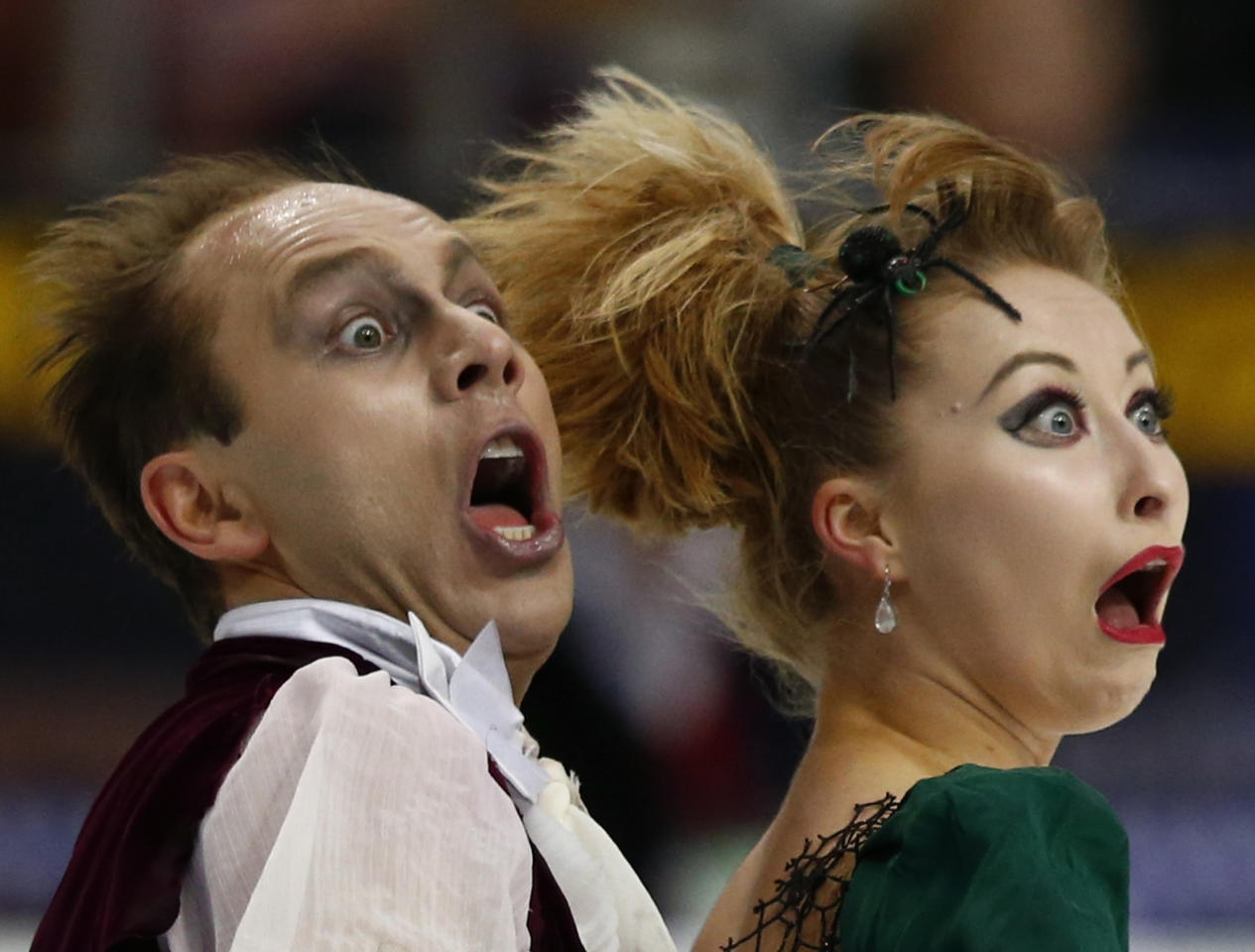 Germany's Nelli Zhiganshina and Alexander Gazsi perform during the ice dance free program at the ISU Grand Prix of Figure Skating Rostelecom Cup in Moscow, November 10, 2012.     REUTERS/Grigory Dukor (RUSSIA  - Tags: SPORT FIGURE SKATING)