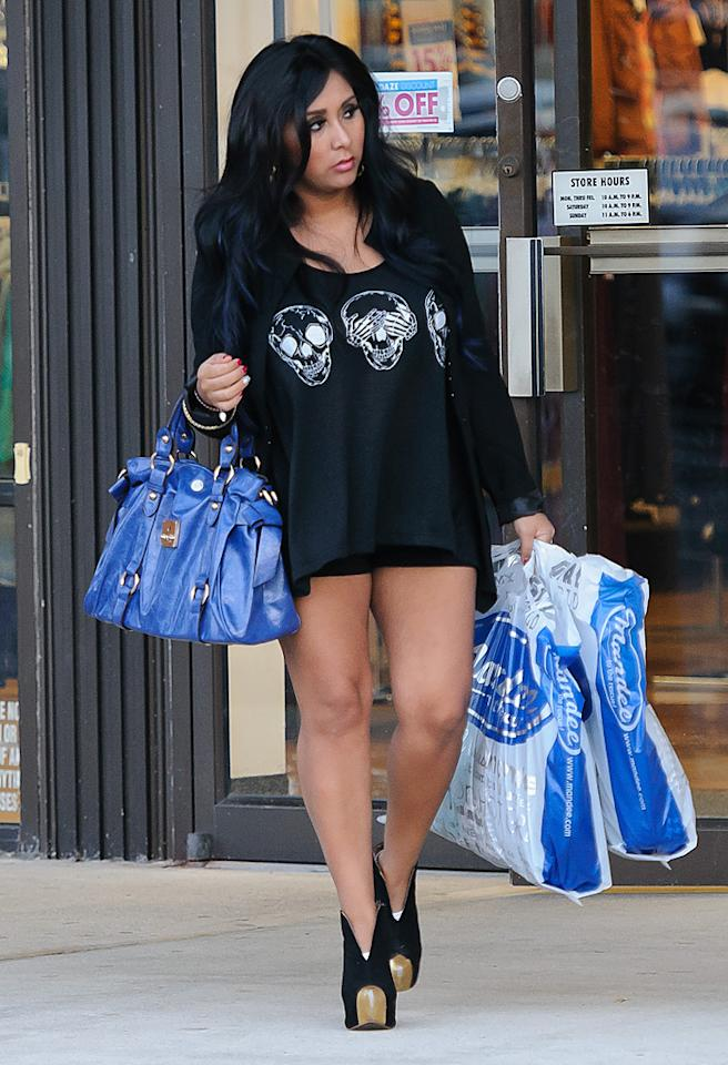 After bringing Jwoww flowers, Snooki went shopping with her, stopping at the discount clothing store Mandee's.