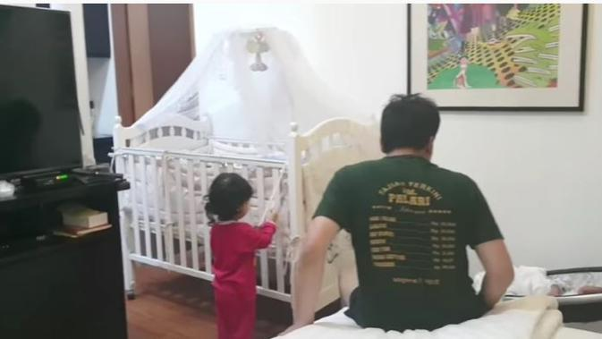 Suasana kamar Desta dan Natasha Rizky. (YouTube The Sungkars Family)