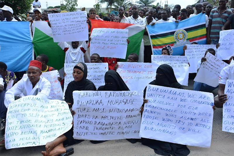 Burundians hold placards during a rally in Bujumbura to show solidarity with the government's opposition to the appointment by the UN Human Rights Council of three investigators to look into human rights violations (AFP Photo/ONESPHORE NIBIGIRA)