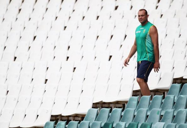 JOHANNESBURG, SOUTH AFRICA - JANUARY 12:  Jacques Kallis of South Africa makes his way to the outfield during a South Africa nets session at The Wanderers Cricket Ground on January 12, 2010 in Johannesburg, South Africa.  (Photo by Paul Gilham/Getty Images)