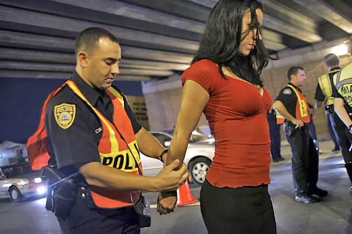 woman arrested at DWI checkpoint photo