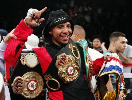 Boxing - Andre Ward v Paul Smith - Oracle Arena, Oakland, California, United States of America - 20/6/15 Andre Ward celebrates with the belt after winning the fight Action Images via Reuters / Andrew Couldridge
