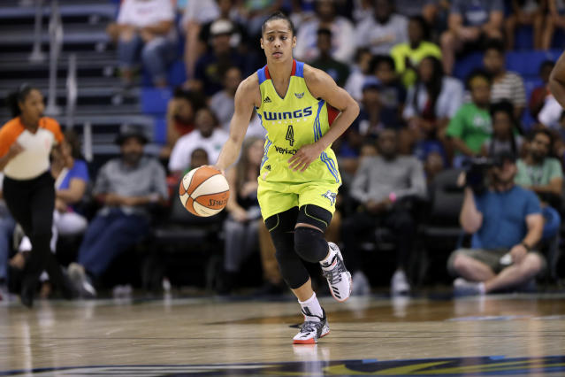 "<a class=""link rapid-noclick-resp"" href=""/wnba/players/5059/"" data-ylk=""slk:Skylar Diggins-Smith"">Skylar Diggins-Smith</a> met with <a class=""link rapid-noclick-resp"" href=""/nba/teams/dal"" data-ylk=""slk:Mavericks"">Mavericks</a> owner Mark Cuban shortly after she called out the massive pay gap between the NBA and the WNBA. (AP Photo/Tony Gutierrez)"