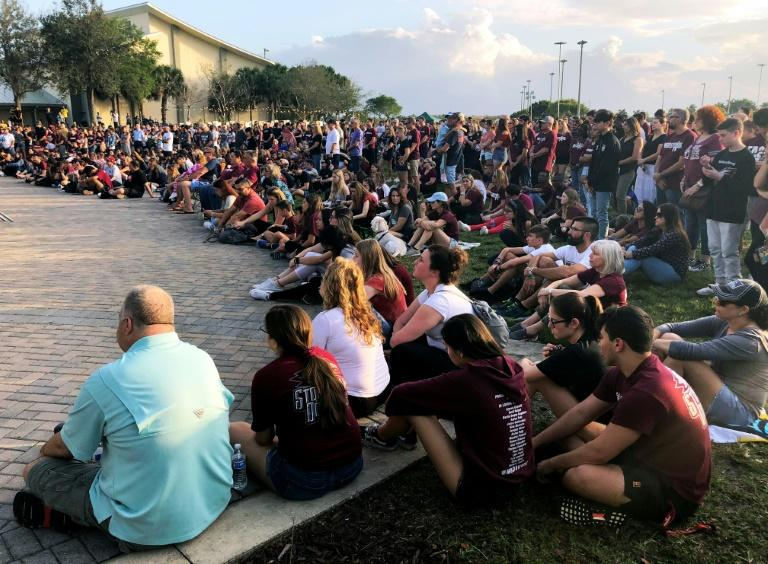 People in Parkland, Florida attend a February 14 tribute to the victims of the Marjory Stoneman Douglas High School shooting (AFP Photo/Leila MACOR)