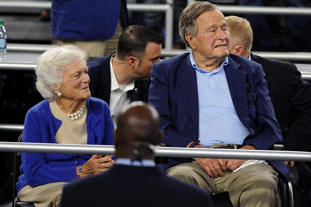 HOUSTON, TX - MARCH 29: (L-R) Former First Lady Barbara Bush and former President George H.W. Bush look on during a game between the Gonzaga Bulldogs and the Duke Blue Devils during the South Regional Final of the 2015 NCAA Men's Basketball Tournament at NRG Stadium on March 29, 2015 in Houston, Texas. Duke won 66-52. (Photo by Lance King/Getty Images)
