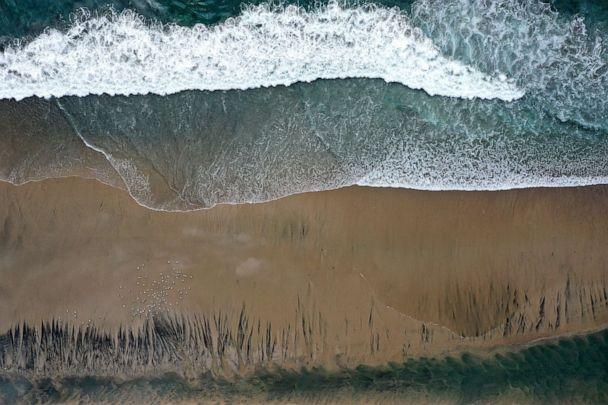 PHOTO: In an aerial view, oil contaminates Huntington State Beach after a 126,000-gallon oil spill from an offshore oil platform, Oct. 4, 2021, in Huntington Beach, Calif. (Mario Tama/Getty Images)