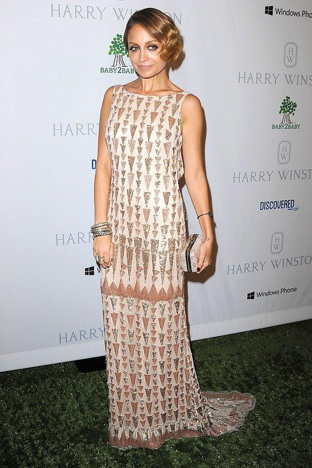 Socialite-turned-fashionista Nicole Richie looked fabulous as she channeled Old Hollywood in a retro glam look at the star-studded Baby2Baby gala on Sunday night. What do you make of the hot mama's '20s-inspired 'do, which she perfectly paired with a patterned Lorena Sarbu gown, stacked bracelets, and a House of Harlow clutch? Hot or not? (11/4/2012)