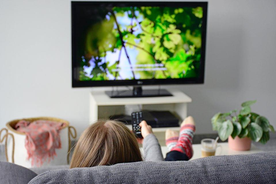 """<span class=""""attribution""""><a class=""""link rapid-noclick-resp"""" href=""""https://www.shutterstock.com/es/image-photo/young-woman-watching-television-subtitles-while-1331135633"""" rel=""""nofollow noopener"""" target=""""_blank"""" data-ylk=""""slk:Shutterstock / Ellyy"""">Shutterstock / Ellyy</a></span>"""