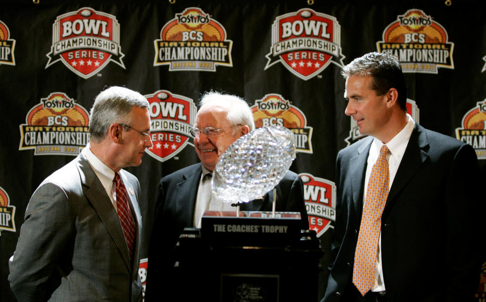 In this Jan. 7, 2007 photo, Jim Tressel (L) and Urban Meyer (R) are joined by former Ohio State coach Earle Bruce. (AP)
