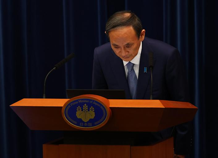 Japan's prime minister Yoshihide Suga bows as he attends a news conference on Japan's response to the coronavirus pandemic (Getty Images)