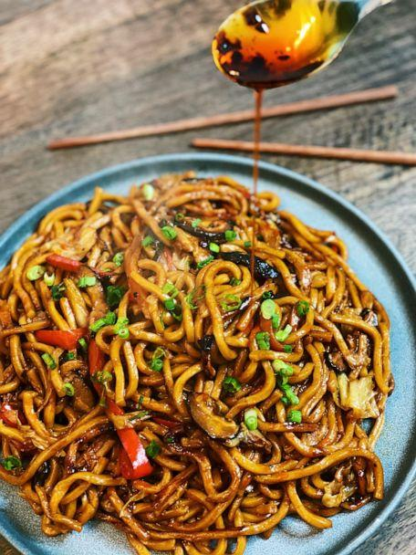 PHOTO: Authentic and healthy vegetarian Shanghai noodles that can be made in 20 minutes. (Tiffy Chen)