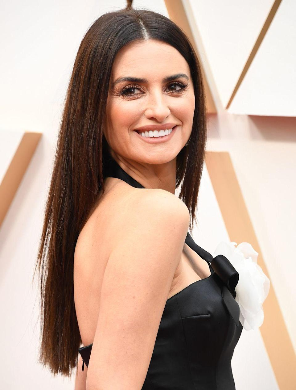 <p><strong>Penelope Cruz </strong>proves that you don't need a ton of highlights to have flattering, gorgeous color. </p>