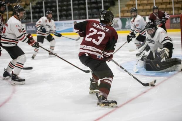 Avery Warner of the Port Hawkesbury Strait Pirates carries the puck in a Nova Scotia Junior Hockey League game against the Pictou County Scotians. League governors have voted to end the season due to recent COVID-19 restrictions. (Robert Smith - image credit)