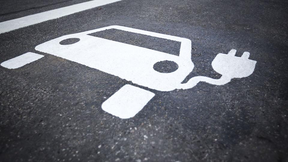 Electric cars could save drivers £40,000