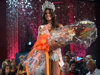 Amanda Jemini holds a huge bouquet after winning the Miss Hooters International Swimsuit Pageant.