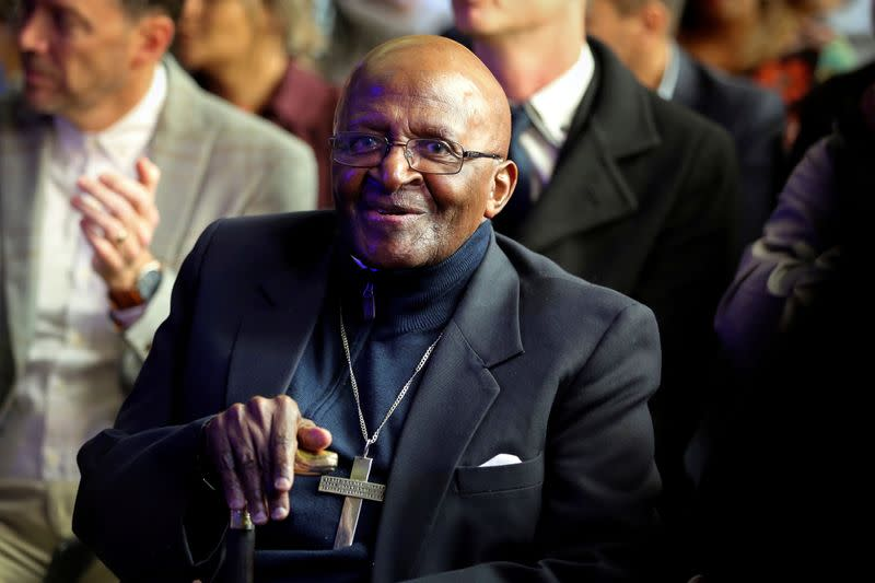 South Africa's Desmond Tutu and Al Gore urge end to fossil fuels