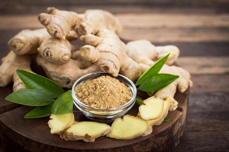 """<p>Using <a href=""""https://www.thedailymeal.com/health-benefits-raw-ginger?referrer=yahoo&category=beauty_food&include_utm=1&utm_medium=referral&utm_source=yahoo&utm_campaign=feed"""" rel=""""nofollow noopener"""" target=""""_blank"""" data-ylk=""""slk:fresh ginger"""" class=""""link rapid-noclick-resp"""">fresh ginger</a> instead of powdered ginger can seriously elevate the flavor of a Thai curry noodle bowl, stir fry or other <a href=""""https://www.thedailymeal.com/travel/iconic-dishes-around-the-world-recipes?referrer=yahoo&category=beauty_food&include_utm=1&utm_medium=referral&utm_source=yahoo&utm_campaign=feed"""" rel=""""nofollow noopener"""" target=""""_blank"""" data-ylk=""""slk:dishes from around the world"""" class=""""link rapid-noclick-resp"""">dishes from around the world</a>. But you rarely use more than a tiny bit of ginger at a time, which means that when you buy a large piece, lots of the root can go to waste. If you store it wrong, you can end up with a wrinkled piece of ginger that's lost a lot of its flavor. If you know how to store it correctly, however, it can last for much longer. Pat dry any exposed part of the inside of the root before storing. Place the piece of fresh ginger in a resealable plastic bag. Squeeze out all of the air and seal. Store this bag in your refrigerator's crisper drawer.</p>"""