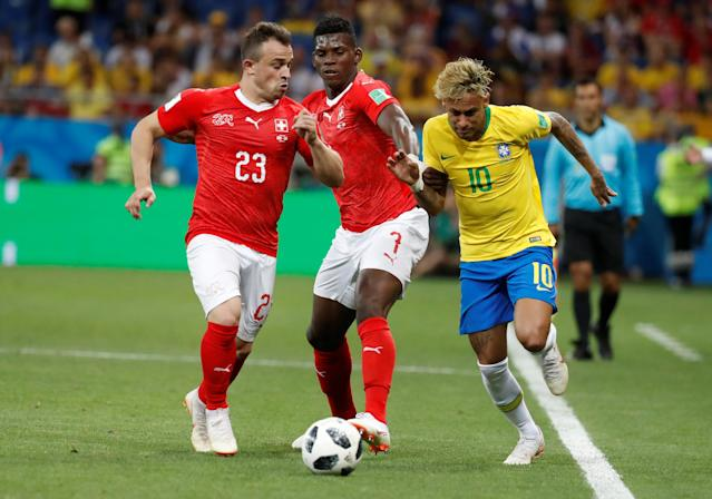 Soccer Football - World Cup - Group E - Brazil vs Switzerland - Rostov Arena, Rostov-on-Don, Russia - June 17, 2018 Brazil's Neymar in action with Switzerland's Xherdan Shaqiri and Breel Embolo REUTERS/Damir Sagolj