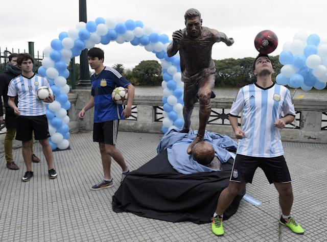 The Lionel Messi statue on the Paseo de la Gloria in Buenos Aires was unveiled in June 2016. (Getty)