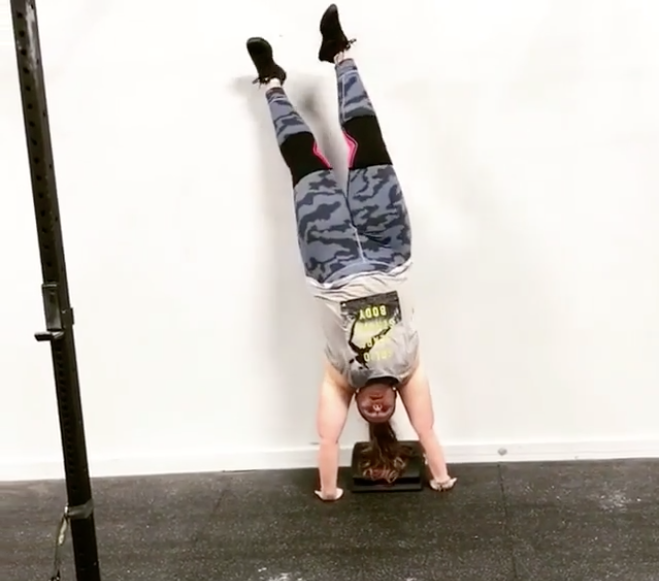 Cierra Kruger mastered a handstand in CrossFit class after four years of practice. (Photo: Instagram/CrossFit)