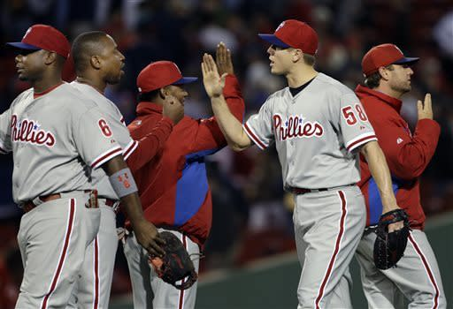 Lee baffles Red Sox in Phillies' 3-1 victory