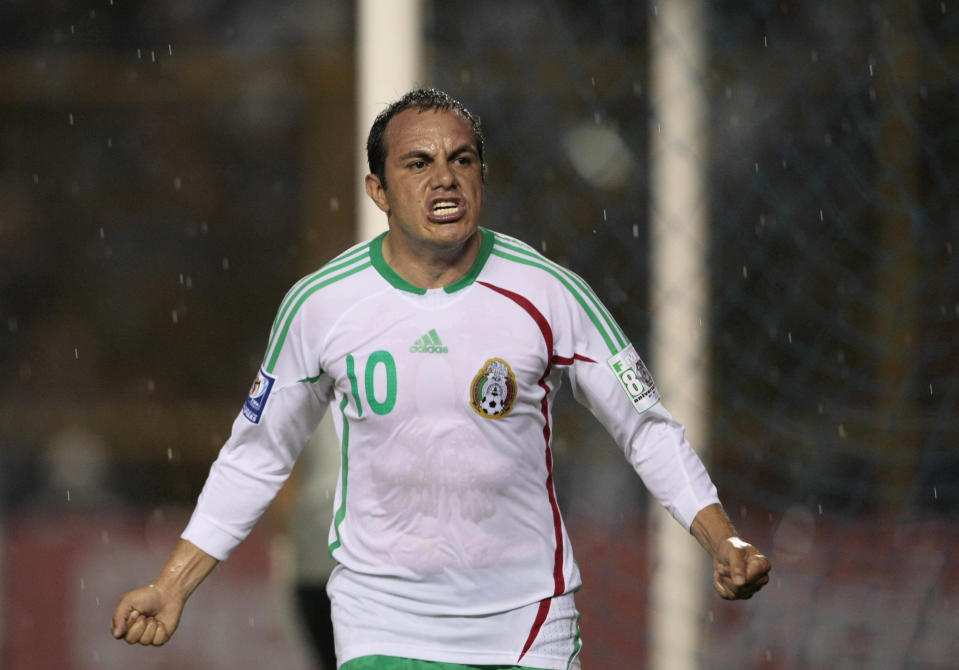 Mexico striker Cuauhtemoc Blanco celebrates after scoring against El Salvador during their CONCACAF qualifier for the World Cup 2010 soccer match at the Cuscatlan stadium in San Salvador June 6, 2009.  REUTERS/Henry Romero (EL SALVADOR SPORT SOCCER)