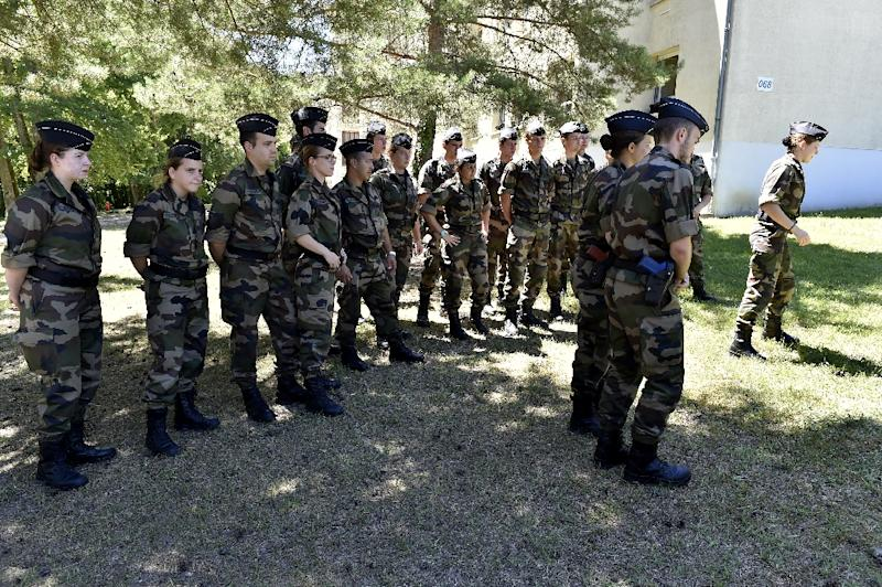 Young future Gendarmes reservists attend a training session at the National Training Centre for Gendarmerie Forces in Saint Astier, western France, on July 15, 2016 (AFP Photo/Georges Gobet)