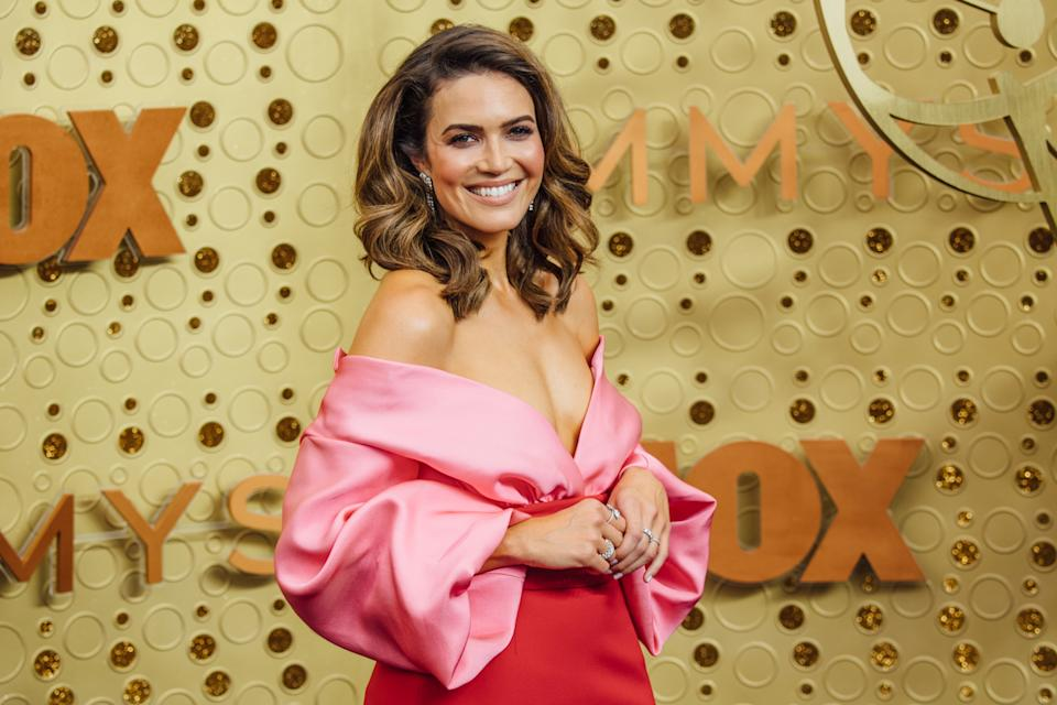 Mandy Moore tones down her look with a mix of subtle, stunning rings. (Photo: Getty Images)