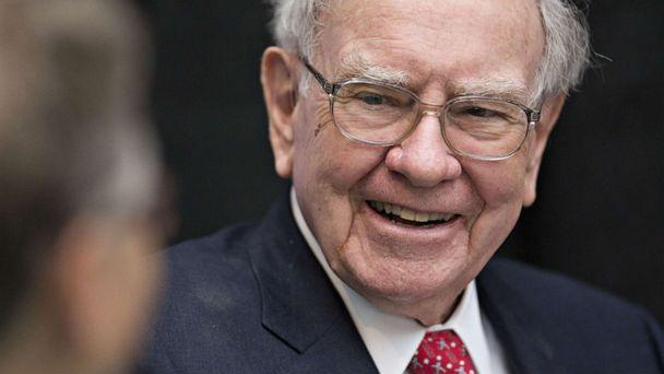 PHOTO: Warren Buffett, chairman and chief executive officer of Berkshire Hathaway Inc., laughs while playing cards on the sidelines the Berkshire Hathaway annual shareholders meeting in Omaha, Neb., May 1, 2016. (Bloomberg via Getty Images, FILE)