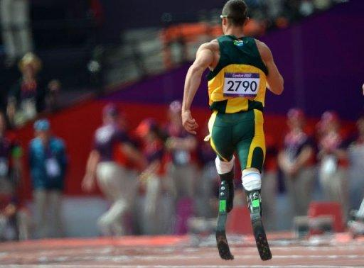 Oscar Pistorius qualified for the semi-finals of the 400 metres by running a season's best of 45.44 seconds