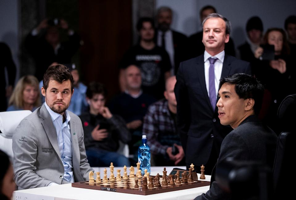 FILE PHOTO: Norway's Magnus Carlsen and Wesley So of the US play the first final game during the World Fischer Random Chess Championship 2019 at Henie Onstad Art Center in Baerum, Norway, October 31, 2019. NTB Scanpix/Berit Roald via REUTERS